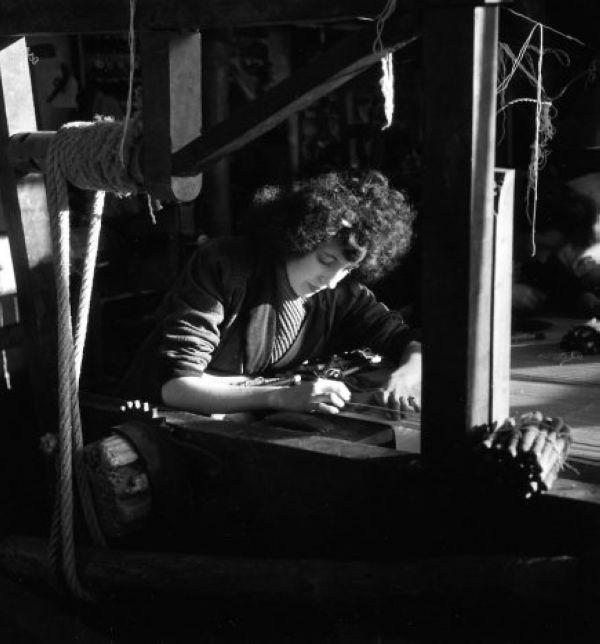 Robert Doisneau - Tapestry //  Aubusson, basse lisse 1945