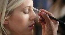 6 έξυπνα τρικ μακιγιάζ κρύβουν την κούραση σου | ομορφια , μακιγιαζ | womenonly.gr