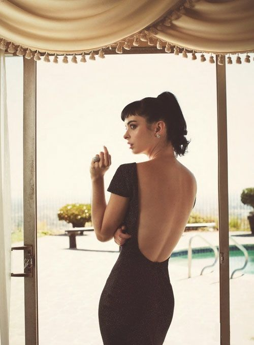 Krysten Ritter reveals her toned tummy as she lounges around poolside in retro…