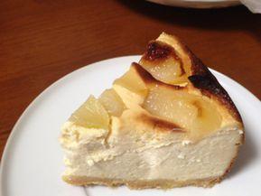 水切りヨーグルトとクリームチーズを合わせて、ボリューミーだけどさっぱり食べられるチーズケーキ。桃以外に、みかん・バナナ等好きなフルーツで。