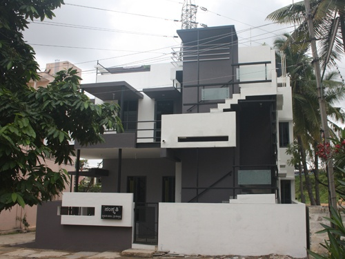 Actual front view of Front Elevation - for Puru's Independent Bungalow by Ashwin Architects in Bangalore.    Call (+91)-(80)-26612520 for more information or visit http://www.ashwinarchitects.com