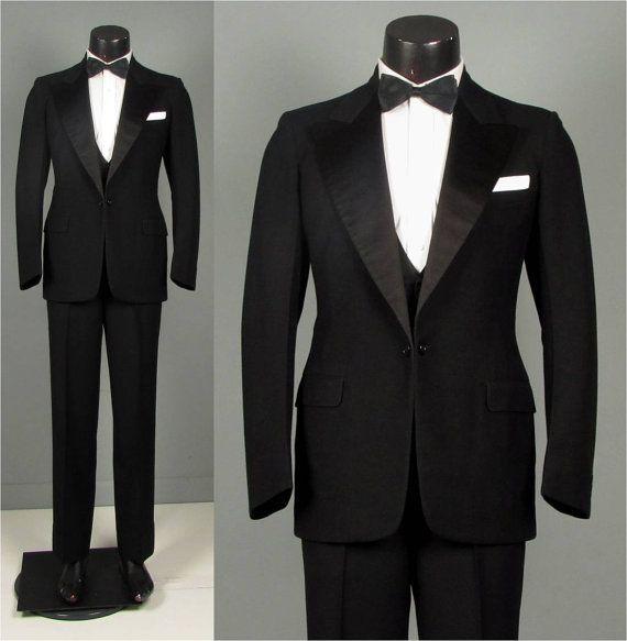 best 25 men 39 s tuxedo ideas on pinterest men 39 s tuxedo wedding mens tuxedo suits and silvester. Black Bedroom Furniture Sets. Home Design Ideas