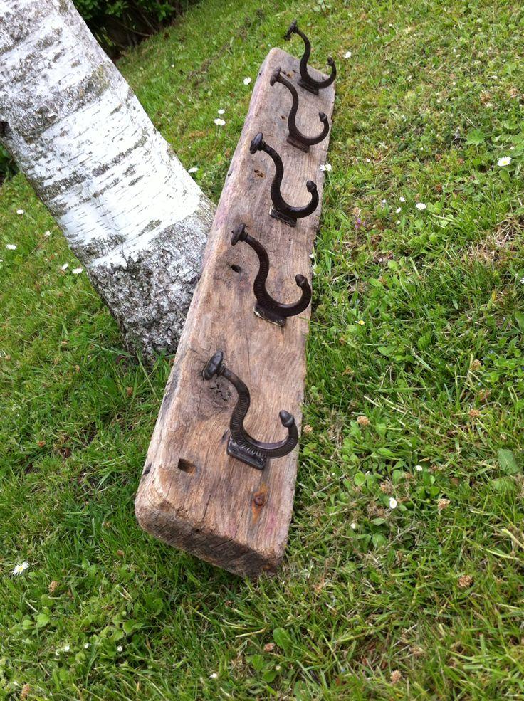 Knagerække af drivtømmer og antikke knager. Handmade by Christel