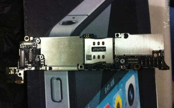 A poster on an Chinese iPhone forum has supposedly revealed pics of the main logic board for the next iPhone.