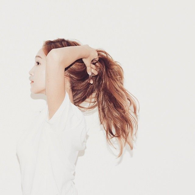 One of those ponytail and simple tee kinda days #blancandeclare #newport…