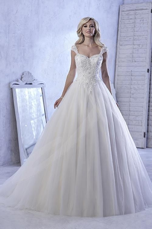 Balletts Bridal - 21809 - Wedding Gown by Jacquelin Bridals Canada - Make the perfect memory in this exquisite ball gown made in soft tulle over satin. Sweetheart neckline with capped sleeves.