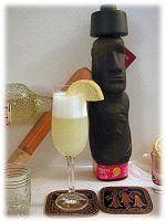 Pisco Sour Preparación: 10 minutos Para 1 persona 2 oz pisco 1 oz jugo de limón* 2 cucharadas de azúcar granulada 2 cucharaditas de agua ...