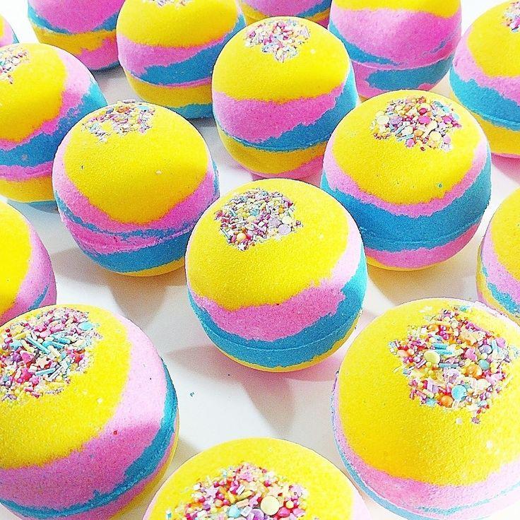 Unicorn bath bombs that make super fun bubble bath art. #unicorns #bathbombs
