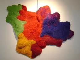Bij autonome kunst bepaalt de kunstenaar zelf hoe zijn werkstuk er uit gaat zien. Het kunstwerk heeft geen functie.