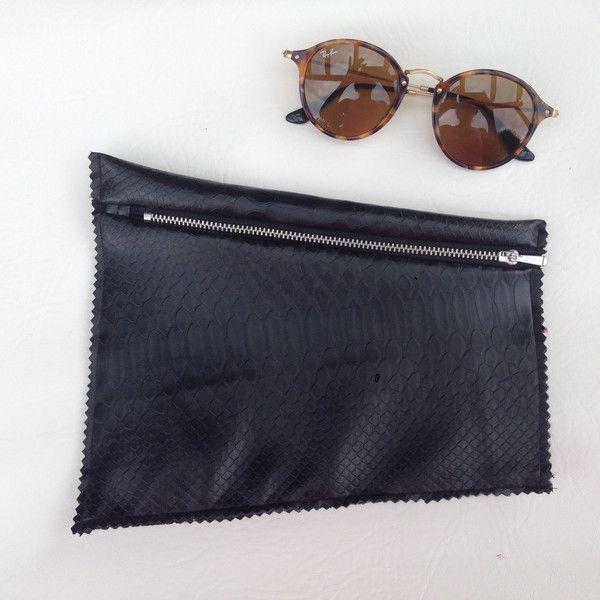 Pochette Pitone in ecopelle con forme trasversali #clutch #python #fauxleather #dennyhandmade #black #bag #fashionaccessories #style #glamour #casual di Denny HandMade su DaWanda.com