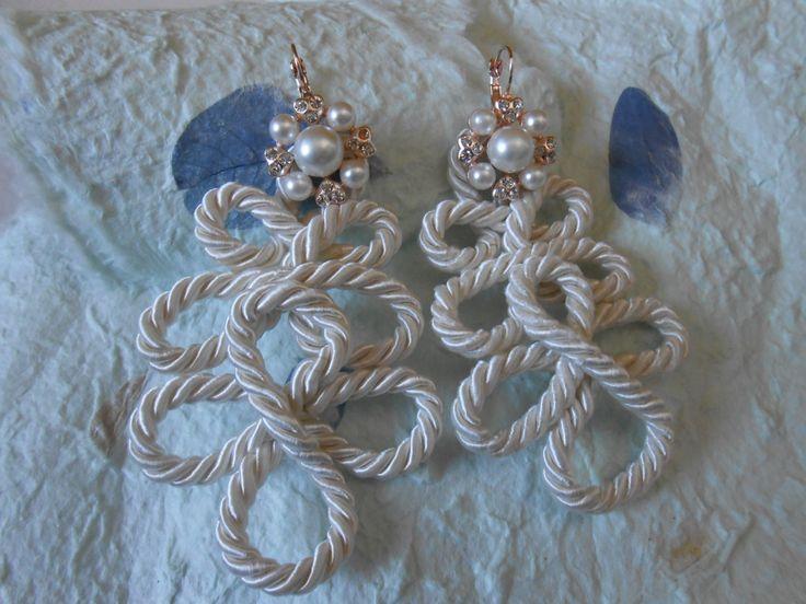 orecchini alamari di cordoncino
