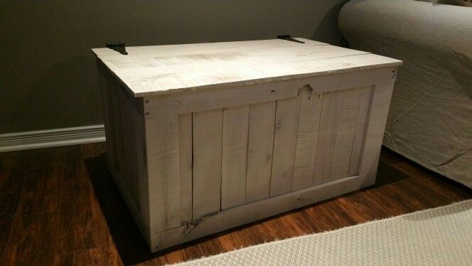 Pallet storage box/ side table