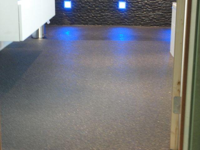 Donker steentapijt in de douche en badkamer vloer met leds vloer pinterest - Badkamer vloer ...