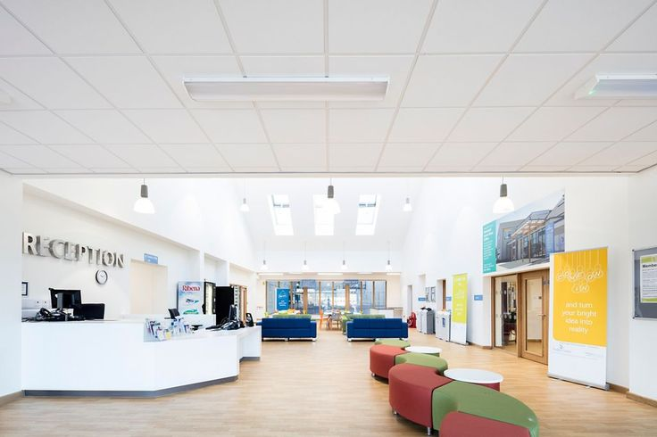 TIsbury Community Campus, Wiltshire, Armstrong Sufity Podwieszane, ceiling, suspended ceiling, acoustic, sufit akustyczny, SIERRA OP