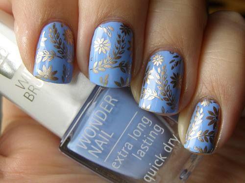 light cerulean blue & gold patterned nails