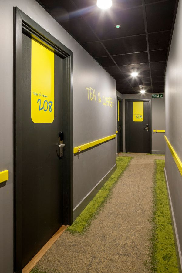 1000 ideas about hotel hallway on pinterest hotel for Design hotel qbic