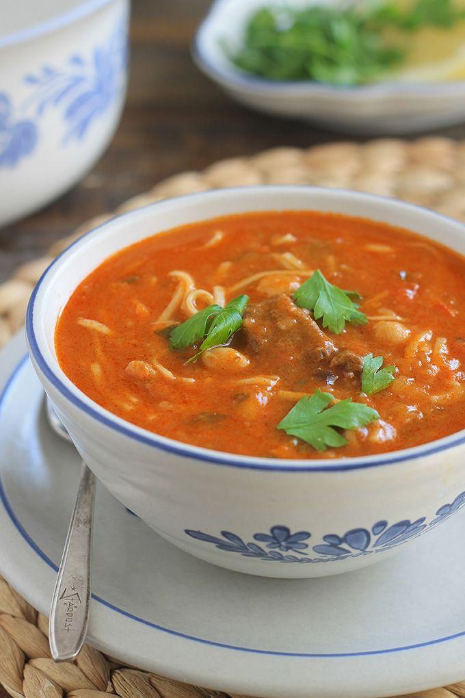 Recette harira algérienne (ou hrira). Une soupe du ramadan onctueuse au levain. Des légumes frais, légumineuses, un peu de viande, épices et herbes aromatiques, levain.