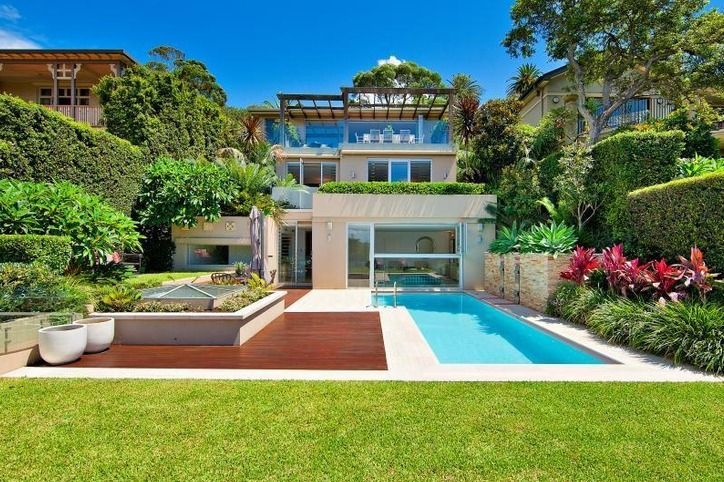 If you don't have a spare million bucks in your pocket, cross Raglan Street in Mosman, New South Wales, Australia, off your house-hunting list.