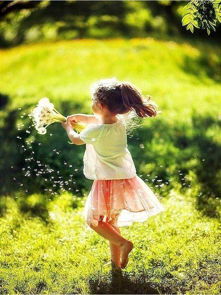 С возрастом мы утрачиваем многие важные качества. И одно из них – дар быть счастливым просто так. Ловить на крючок маленькие радости и подолгу с восторгом разглядывать их.