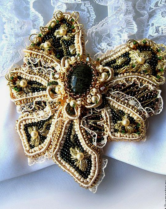 Agija Rezcova is talanted jewelry artist from Latvia. She makes amazing brooches, necklaces, bracelets and