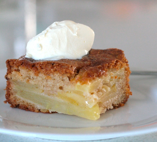 A recipe of Elli's, every time I see it, I just want a piece or two! Really easy apple cake.