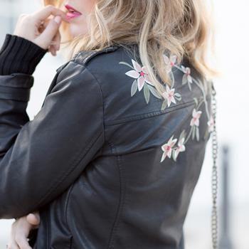 Biker con bordados de estilo floral