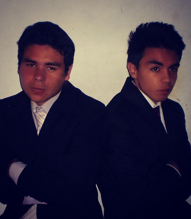 la empresa TEXTILES JIMENEZ  esta conformada por dos socios los cuales son: JULIAN JIMENEZ(gerente general) YESID RODRIGUEZ (gerente de produccion)