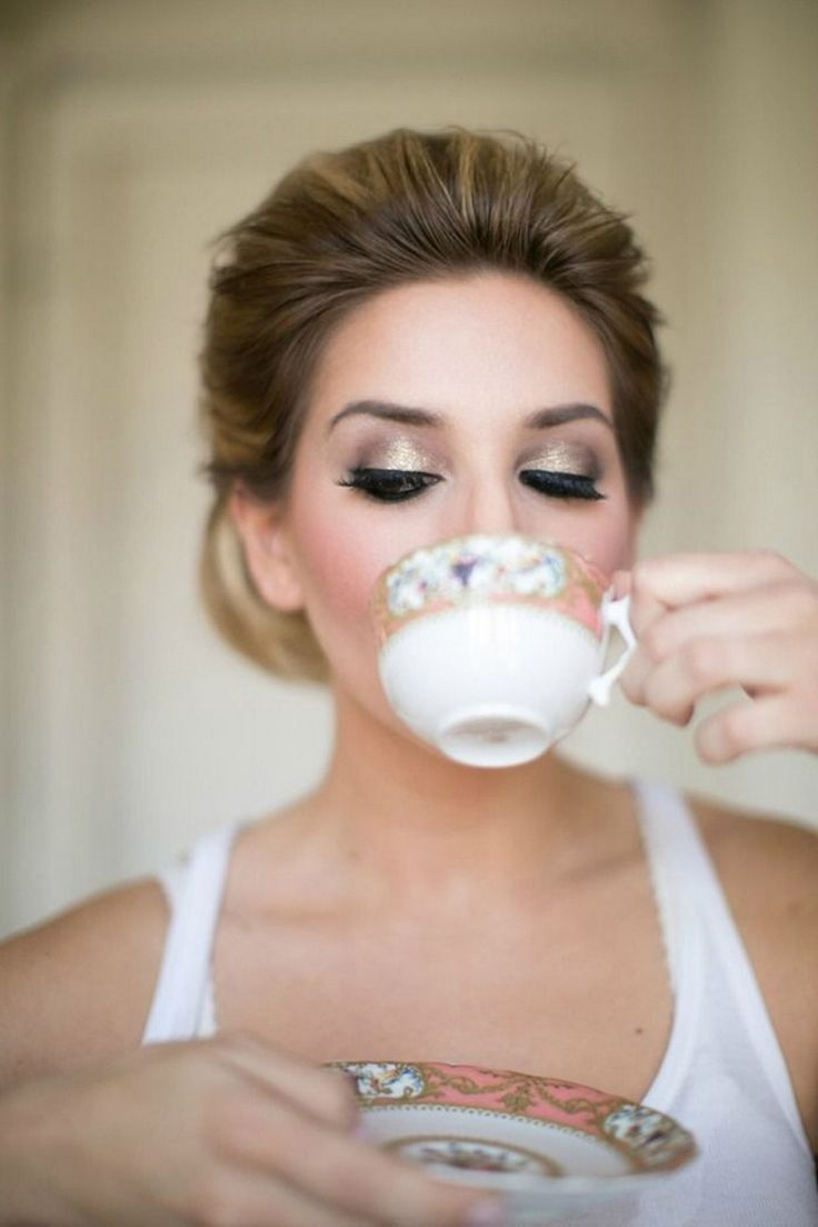 Gold smoky eye makeup for bride | 11 Favorite Winter Bridal Beauty Trends via @exquisitewedmag