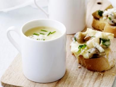 Soepje met brie en champignonbruschetta