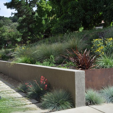 Stucco retaining wall patio ideas pinterest for Stucco garden wall designs