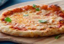 Φτιάξτε μια πεντανόστιμη πίτσα της στιγμής με εύκολη ζύμη!