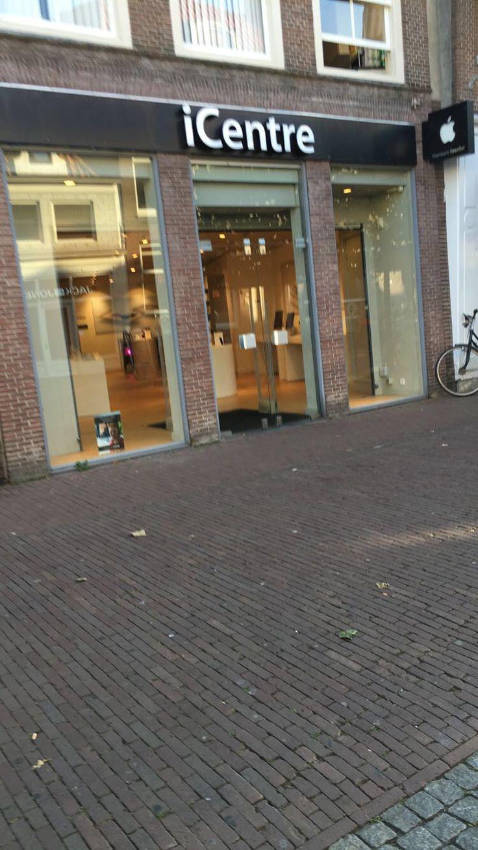 De etalage van een winkel laat zien hoe de buitekant er uit ziet- presentatie