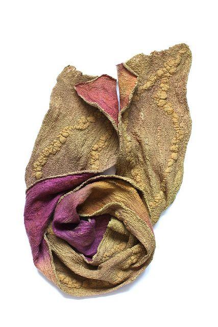 chinese silk, mulberry silk fibers, merino by FeltedPleasure / @Marina_Shkolnik  Love the color and the reversal