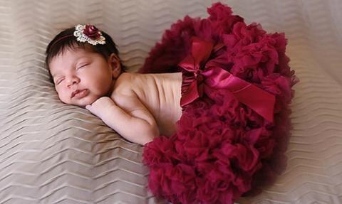 Burgundy Baby Pettiskirt, Burgundy tutu, burgundy birthday outfit, newborn photos, newborn photo prop