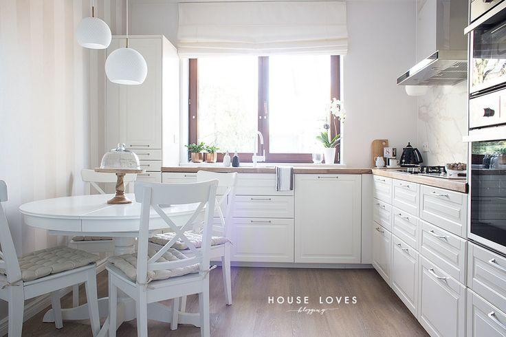 projekt jasnej kuchni z drewnianymi dodatkami — H O U S E L O V E S