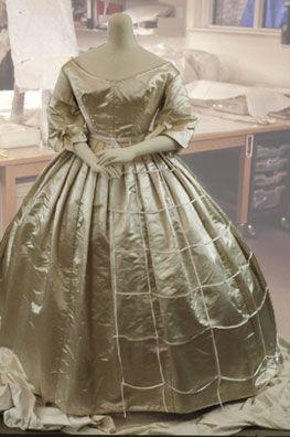 Article : Conservation Of A Victorian Wedding Dress | Vu0026A Museum