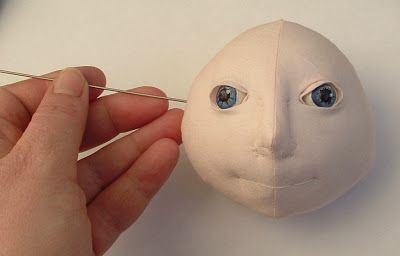 Doll Makers Muse: Looking Good- Making Fabulous Eyes for Cloth Dolls -- These fabulous eyes by Rivkah Mizrahi are great for dolls with large eyes.  I like Grace (Mimi) Winer's method better for small eyes.