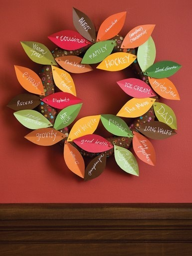 Thanksgiving Wreath - would be fun for the kids to fill in a leaf each morning…