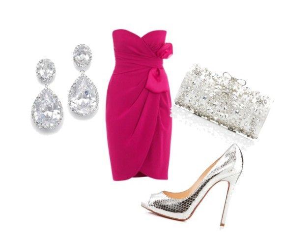 Mini dress magenta con arricciatura e fiocco alto. Una scarpa alta argentata accompagnata da pochette e orecchini dello stesso colore sono un must di questa primavera.