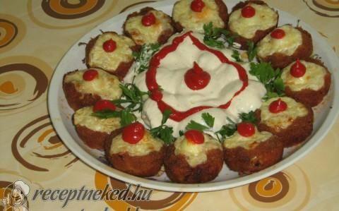 Fasírt  muffin formában sütve, fürjtojással töltve, reszelt sajttal a tetején recept fotóval