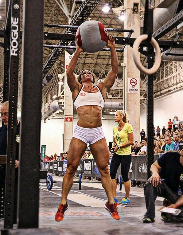 Stacy Tovar 2014 Crossfit Regionals competition wall balls white thin strap sports bra pro shorts raspberry orange shoes Reebok Nanos 4.0
