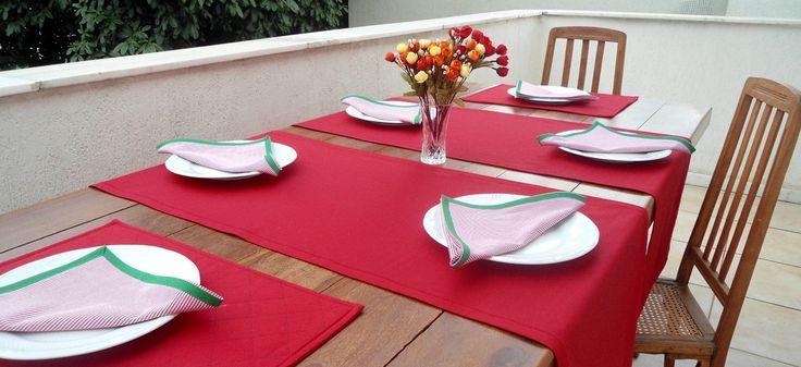 Dê boas vindas aos seus convidados com estilo!  Esse conjunto de caminhos de mesa, americanos e guardanapos é uma versão moderna da toalha de mesa. Totalmente personalizado, podem ser peças maravilhosas no seu almoço, jantar, lanche, churrasco ou festa.  Ótimo item para sua casa ou para presentea...