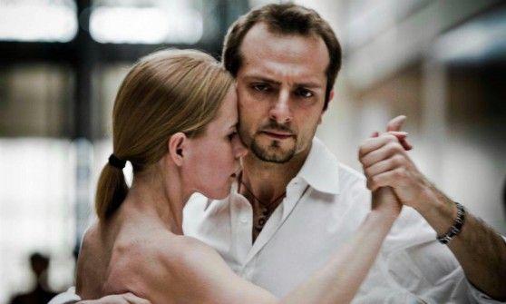 Nessuna danza popolare raggiunge lo stesso livello di comunicazione tra i corpi. Approfondiamo insieme i meccanismi d'azione di questo ballo, per