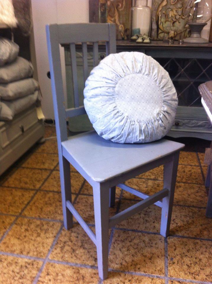 Stoel in de aanbieding van 49,95 nu voor 35,- !! #stoel #krijtverf #restyle http://lavivere.nl/