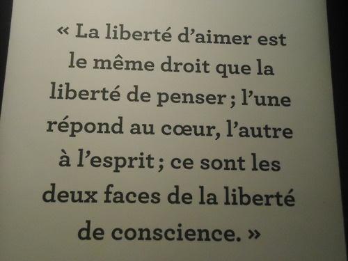 Victor Hugo, né le 26 février 1802 à Besançon et mort le 22 mai 1885 à Paris, est un poète, dramaturge et prosateur romantique considéré comme l'un des plus importants écrivains de langue française.