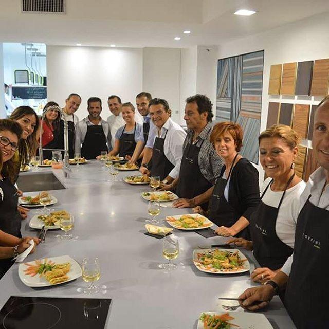 #primalezione #toffiniacademy #corsidicucina #napoli #cookingclass #ilovecooking #ilovefood #loves_food #napolifoodporn #foodporn #foodpics #foodgasm #foodie #foodexperience #campaniafoodporn #chefperunasera #cucinaitaliana #ricetteitaliane  #cheflinoacunzo #chefofinstagram #tagsforlikes #likeforlike