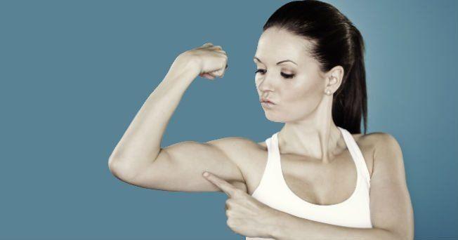 Cuando pensamos en bajar de peso por lo general nos enfocamos en deshacernos de la grasa del abdomen y las piernas o pensamos en cómo levantar el trasero, pero pocas personas se preocupan por adelg...
