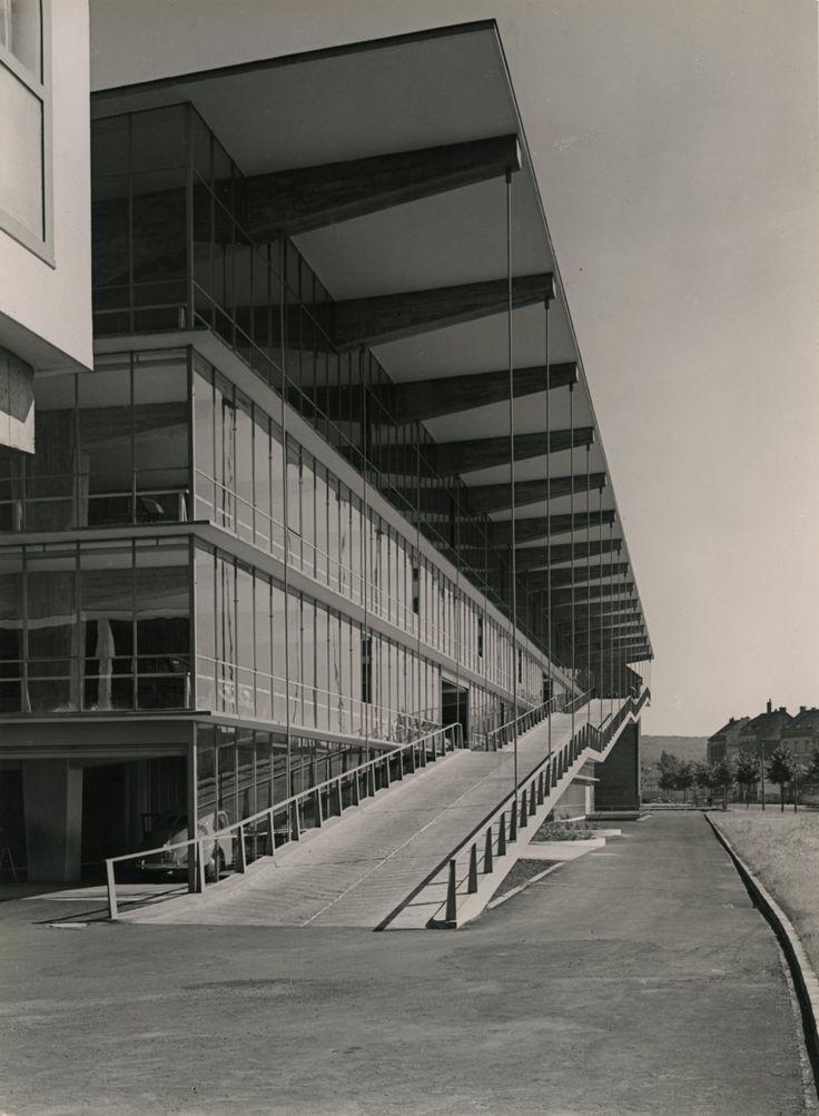 Großgarage Haniel mit Motel Düsseldorf (1950-51)   Architect : Paul Schneider-Esleben   Albert Renger-Patzsch : Architecture for Photographers