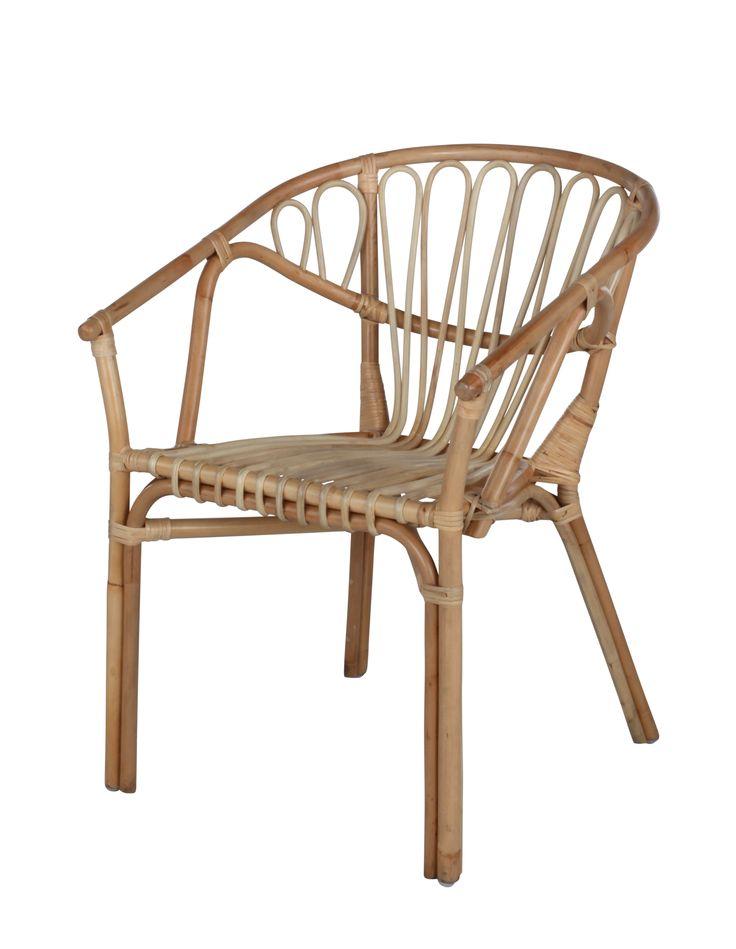 Ambiance bohème et chic avec le fauteuil GOA Rotin miel disponible sur BUT.fr