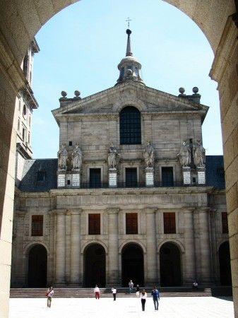 Basilica del Monasterio de El Escorial en la Sierra de Madrid - España